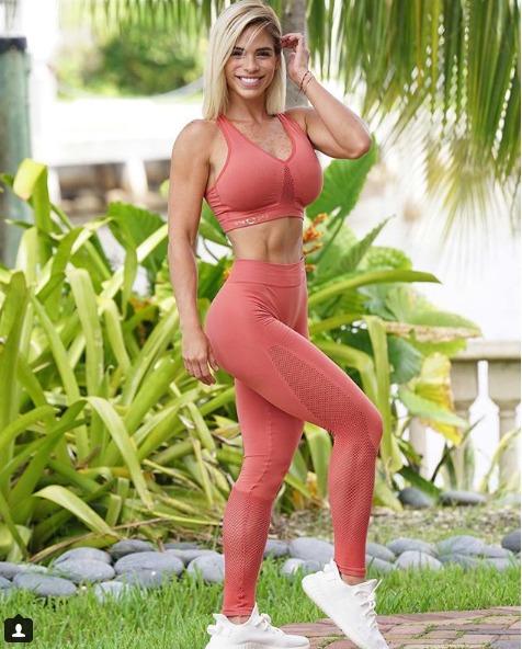 Michelle Lewin- Women fitness influencer